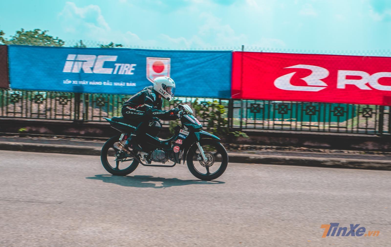 Chùm ảnh: Giải đua VMRC 2019 lần đầu tiên được tổ chức tại Hà Nội - 16