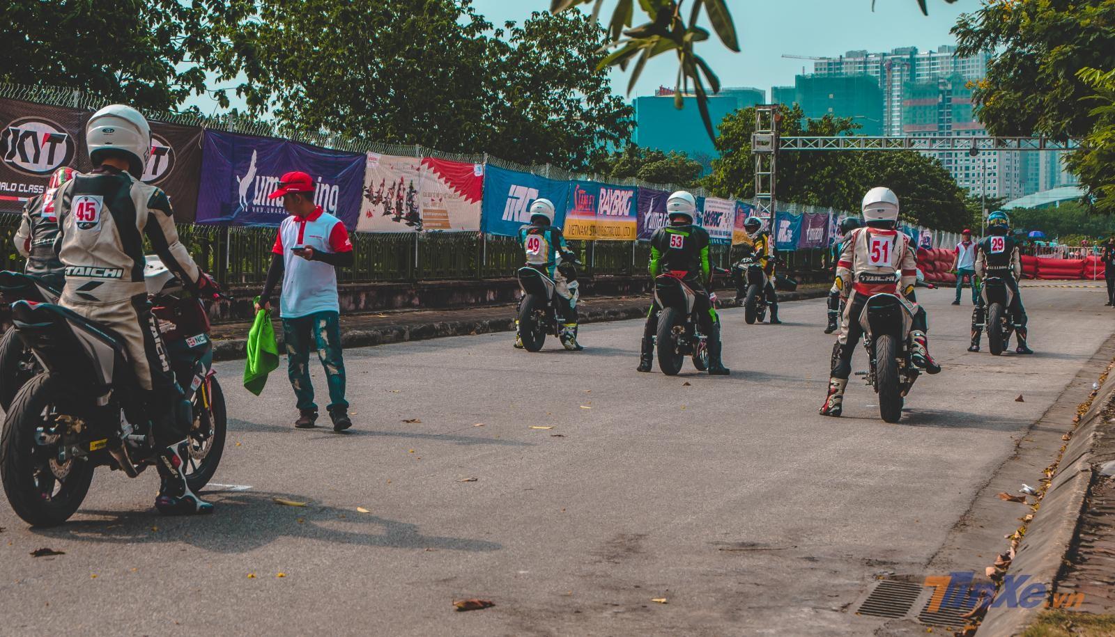 Chùm ảnh: Giải đua VMRC 2019 lần đầu tiên được tổ chức tại Hà Nội - 19