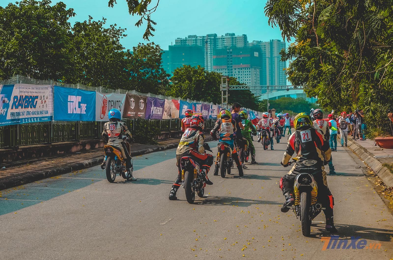 Chùm ảnh: Giải đua VMRC 2019 lần đầu tiên được tổ chức tại Hà Nội - 17