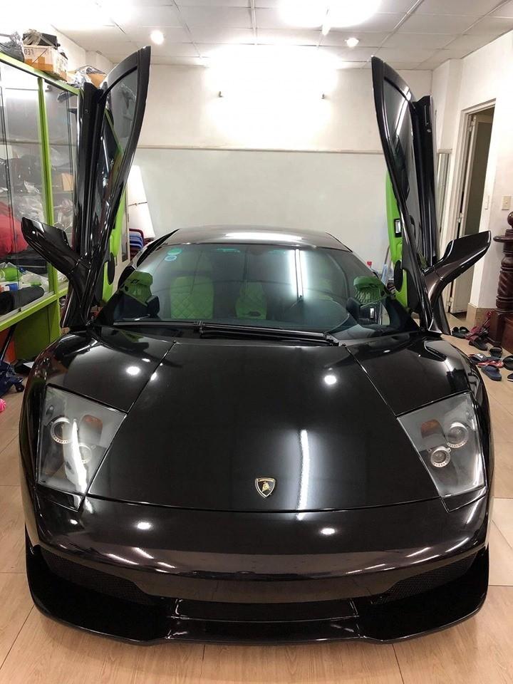 Siêu xe Lamborghini Murcielago LP640 màu xanh Verde Ithaca đã được thay áo sang đen