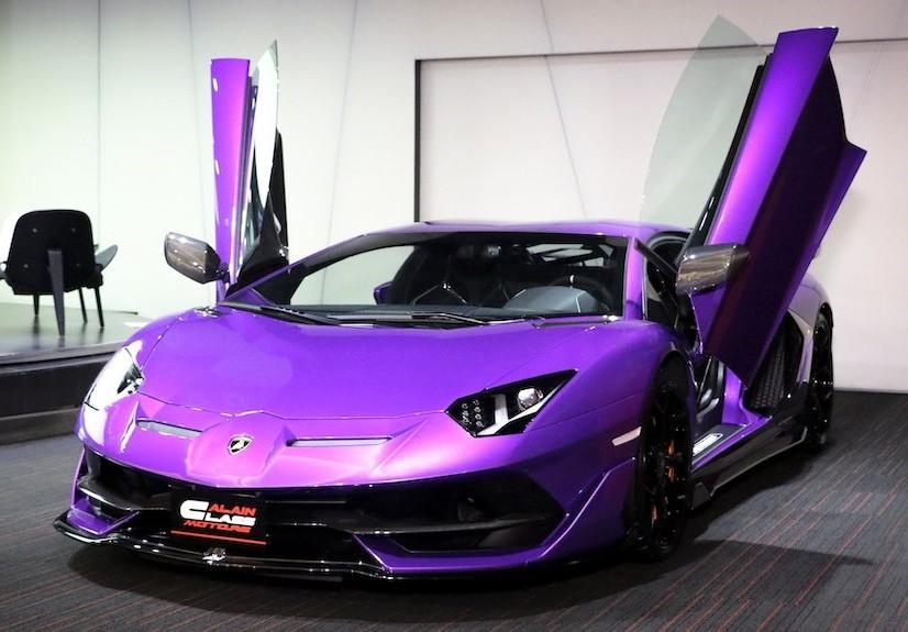 Ngoại thất siêu xe Lamborghini Aventador SVJ có màu tím bóng