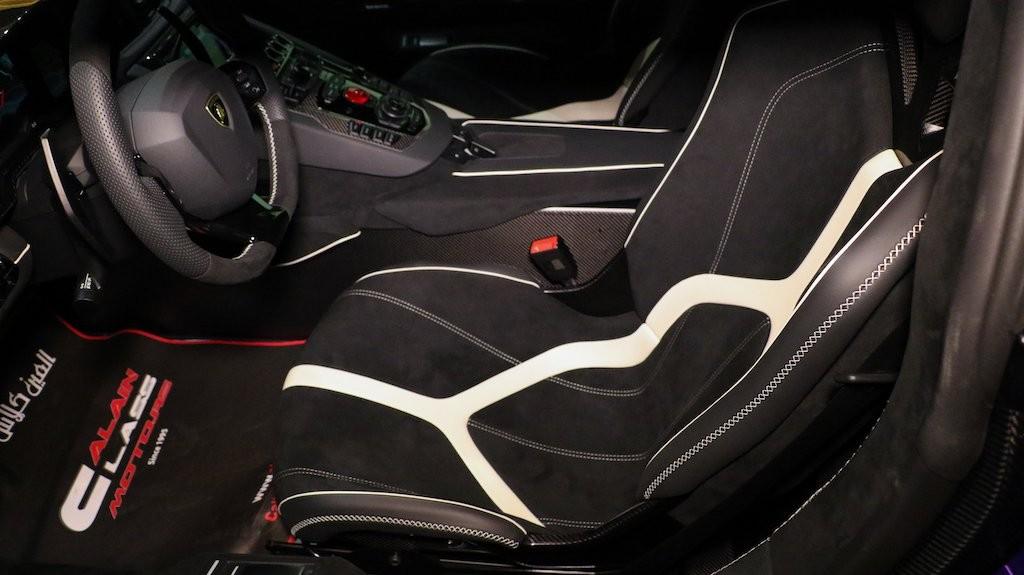 Nội thất chiếc siêu xe Lamborghini Aventador SVJ đang rao bán