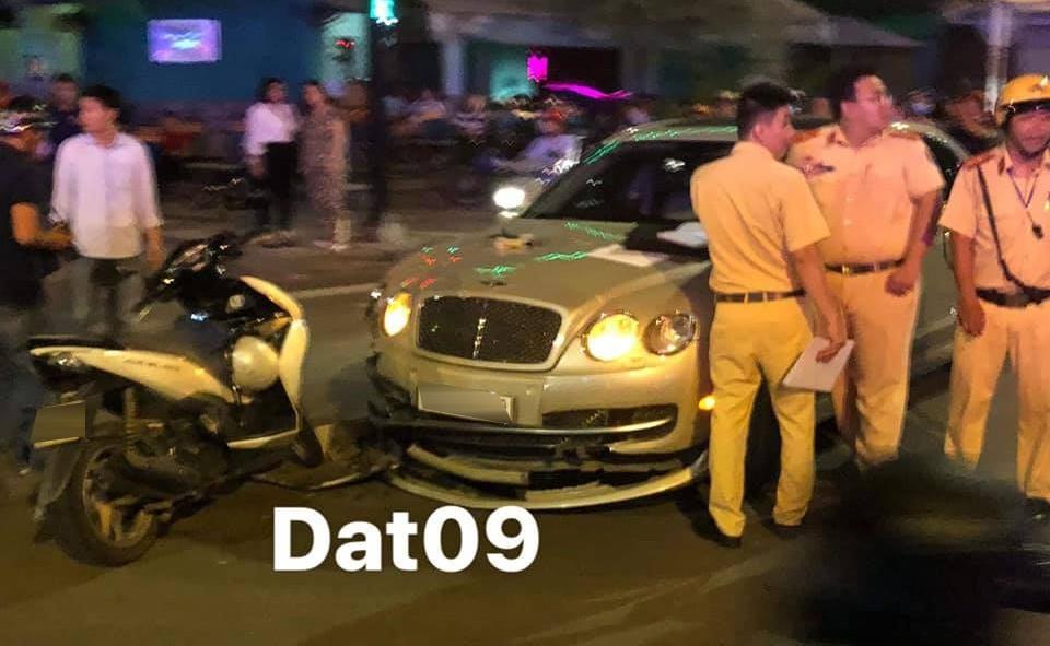 Xe siêu sang Bentley hư hỏng nặng trong vụ tai nạn với Honda Air Blade