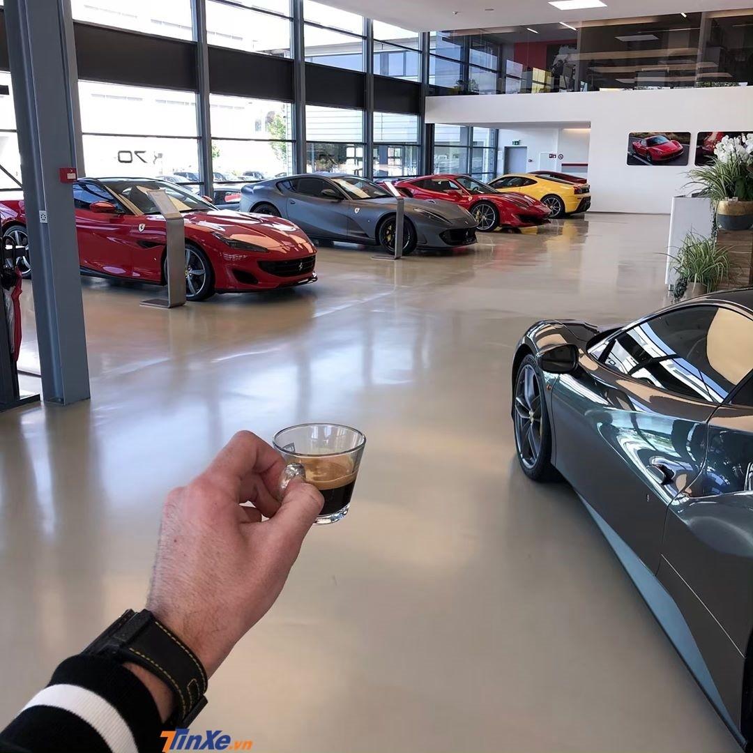 Swizz được cho sở hữu hơn 32 chiếc Ferrari từ cổ chí kim