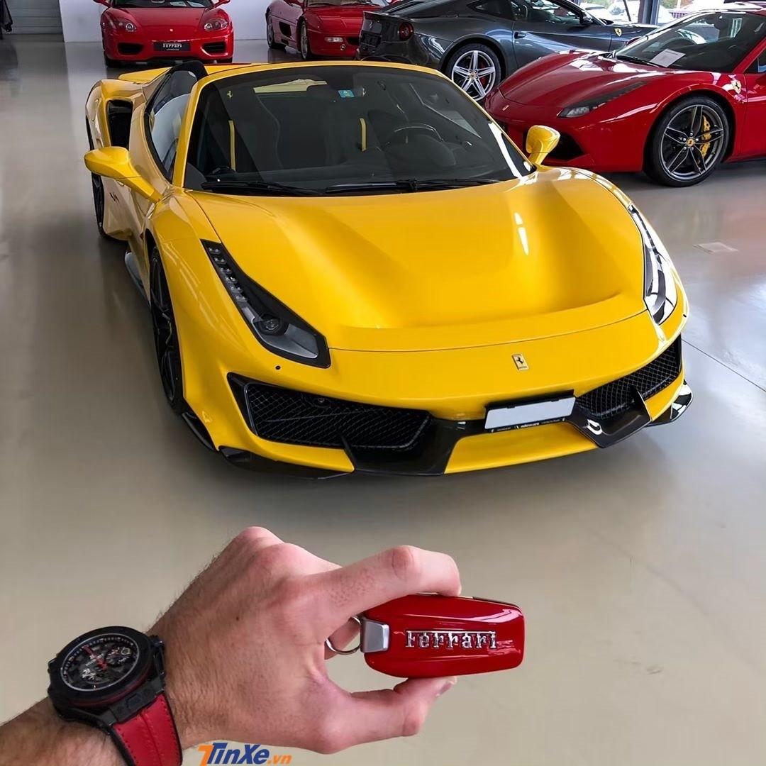 Thánh cuồng Ferrari nhất thế giới tậu siêu xe mui trần Ferrari 488 Pista Spider