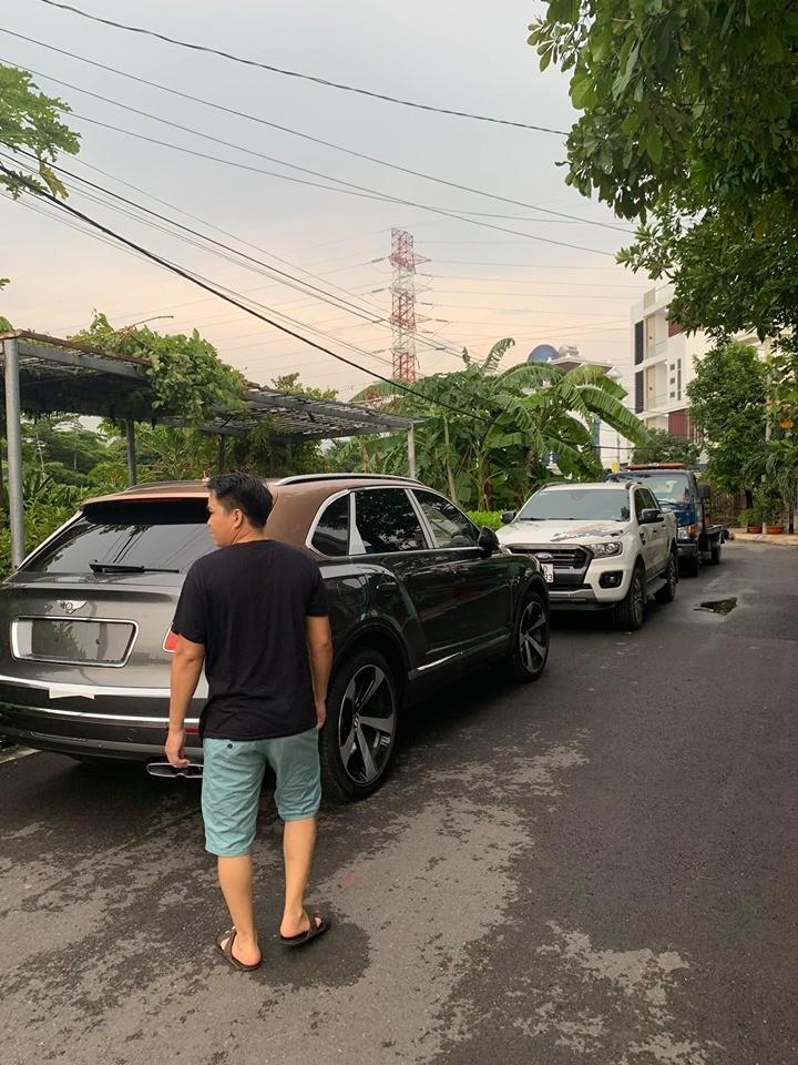 Và đến nay chiếc SUV siêu sang Bentley Bentayga V8 đã có mặt tại garage của doanh nhân này ở quận 12, Tp.HCM