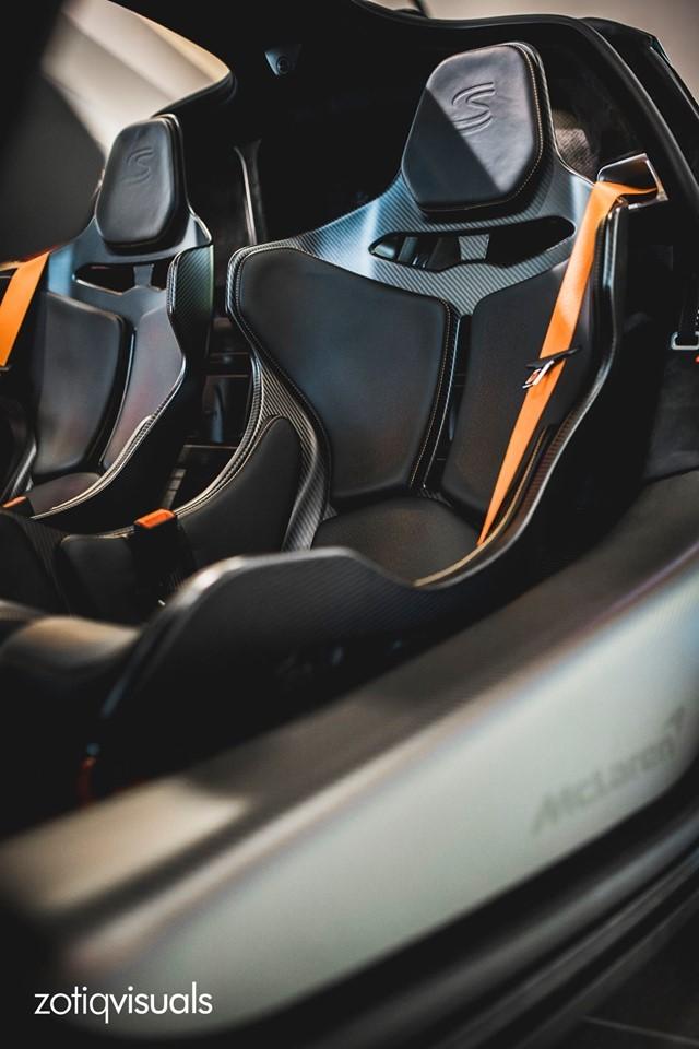 Sợi carbon được nhìn thấy rất nhiều trong khoang lái chiếc McLaren Senna này