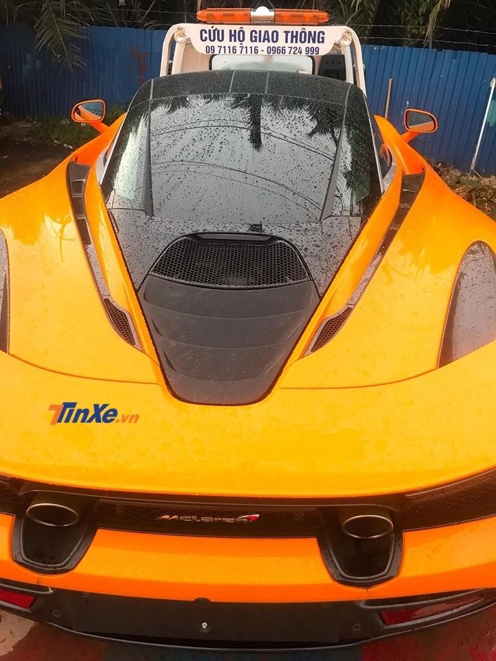 Đây hiện là chiếc McLaren 720S màu cam độc nhất Việt Nam