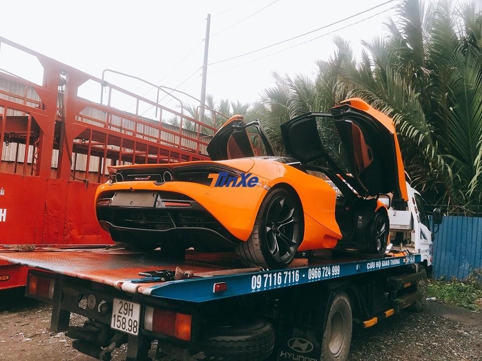 Tuy nhiên khi đi đến Nha Trang chiếc xe chuyên dụng chở McLaren 720S phải quay đầu về Sài thành do có người hỏi mua xe
