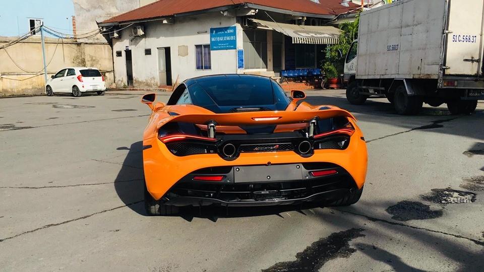 Chiếc McLaren 720S màu cam này được đưa về nước khá kín tiếng và thuộc sở hữu của một người trong ban tổ chức hành trình siêu xe lớn nhất Việt Nam