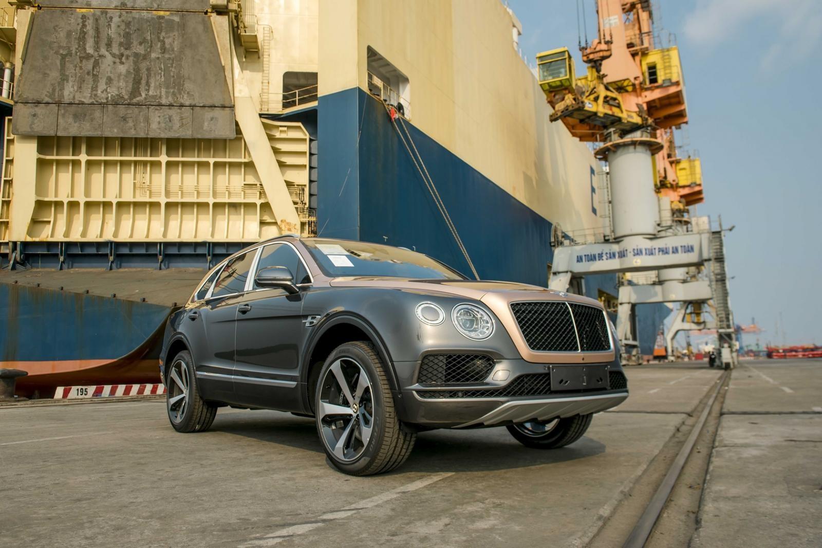 Bentley Bentayga V8 còn có một lợi thế khác chính là giảm cân 45 kg, xuống mức 2.395 kg