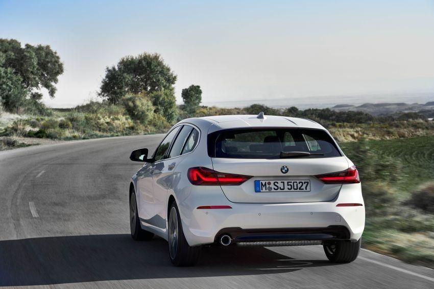 Thiết kế đuôi xe của BMW 1-Series 2020 với đèn hậu thanh mảnh hơn