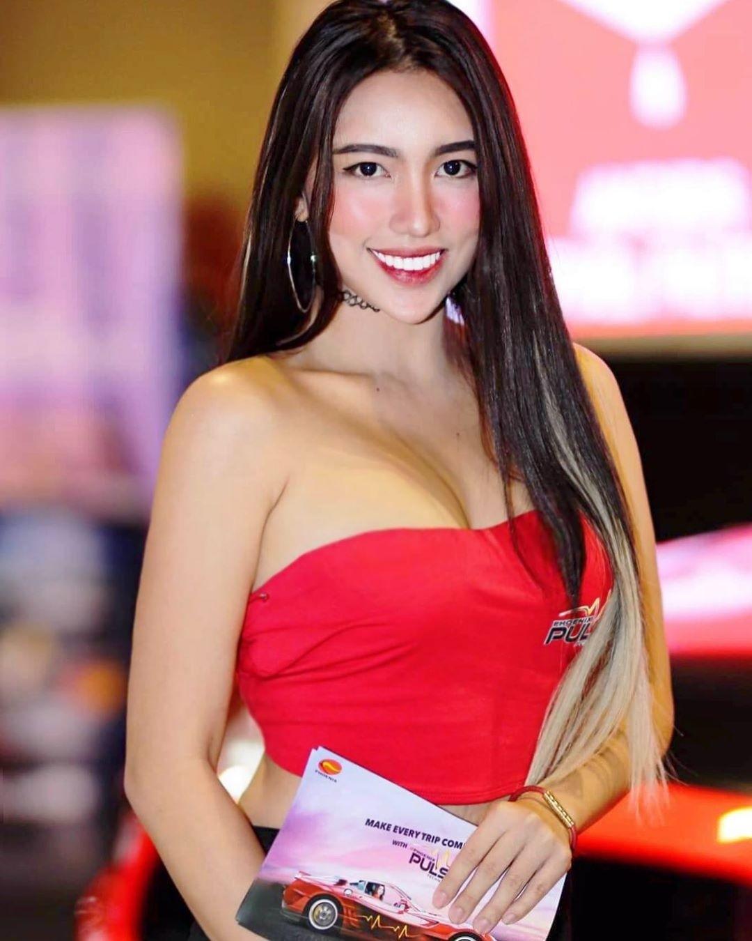 Điểm mặt các bóng hồng xinh đẹp ở triển lãm TransSportShow 2019 tại Philippines - 10