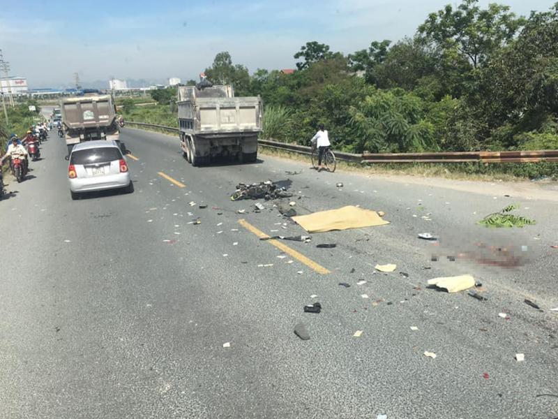 Hiện trường vụ tai nạn nghiêm trọng trên quốc lộ 38 vào sáng nay