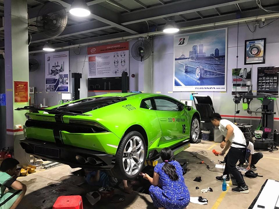 Siêu xe Lamborghini Huracan LP610-4 của doanh nhân Nam Định còn độ cả ống xả Titanium của IPE