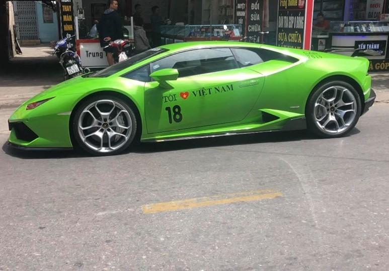 Bên hông siêu xe này còn xuất hiện con số 18 của tỉnh Nam Định