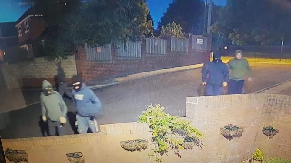 Hình ảnh những tên trộm trích xuất từ camera an ninh