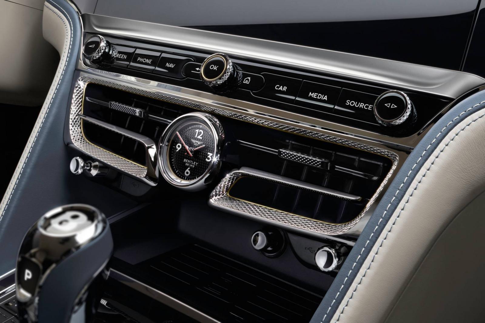 Cửa gió điều hòa trung tâm của Bentley Flying Spur 2020 không còn thiết kế tròn trịa như trước