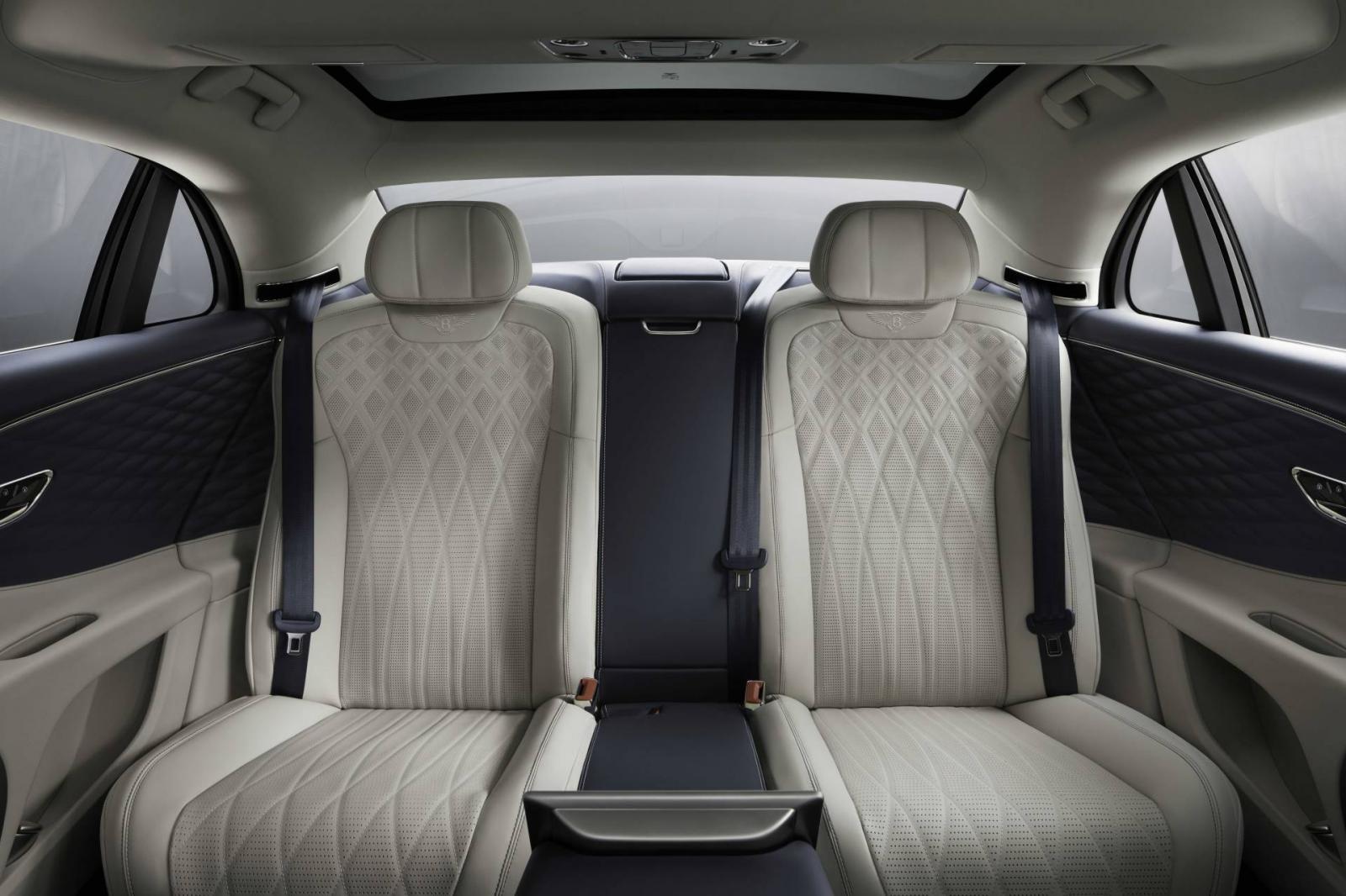 Hàng ghế sau của Bentley Flying Spur 2020