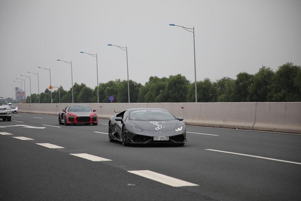 Lamborghini Hurcan LP610-4 độ body kit chính hãng do doanh nhân quận 12 cầm lái và phía sau là Audi R8 V10 Plus của Cường Đô-la