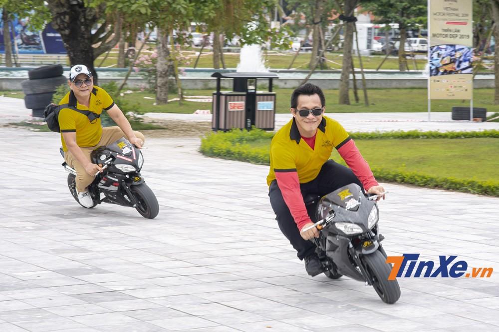 Một số mẫu xe ruồi cũng được các biker mang tới sự kiện để khoe và nghịch trong khu vực cách ly riêng.