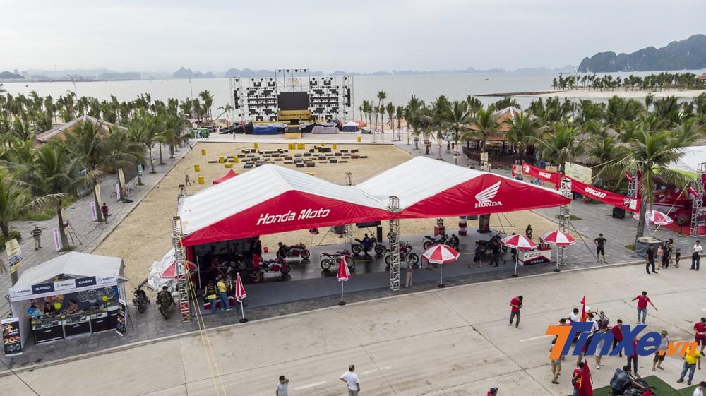 Honda Moto với gian hàng hoành tráng cùng nhiều mẫu xe phân khối lớn tại sự kiện Đại hội Mô tô Việt Nam 2019.