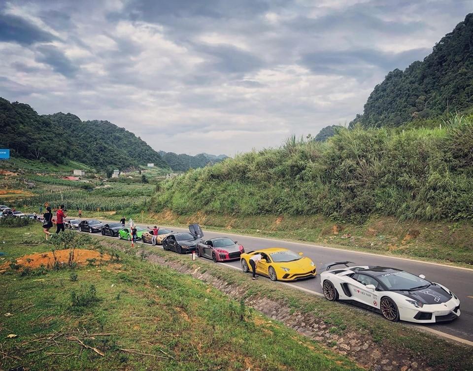 Đội hình đoàn Car Passion 2019 di chuyển từ Hạ Long về Mộc Châu