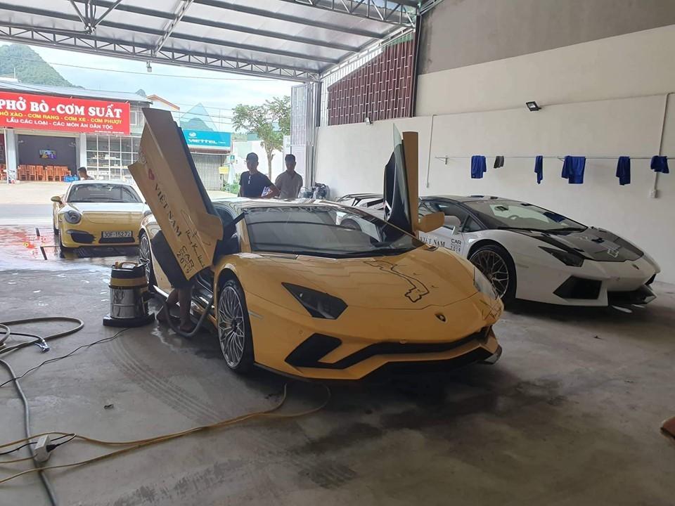 Chiếc Lamborghini Aventador S LP740-4 khi đến Mộc Châu đã được đưa đi kiểm tra