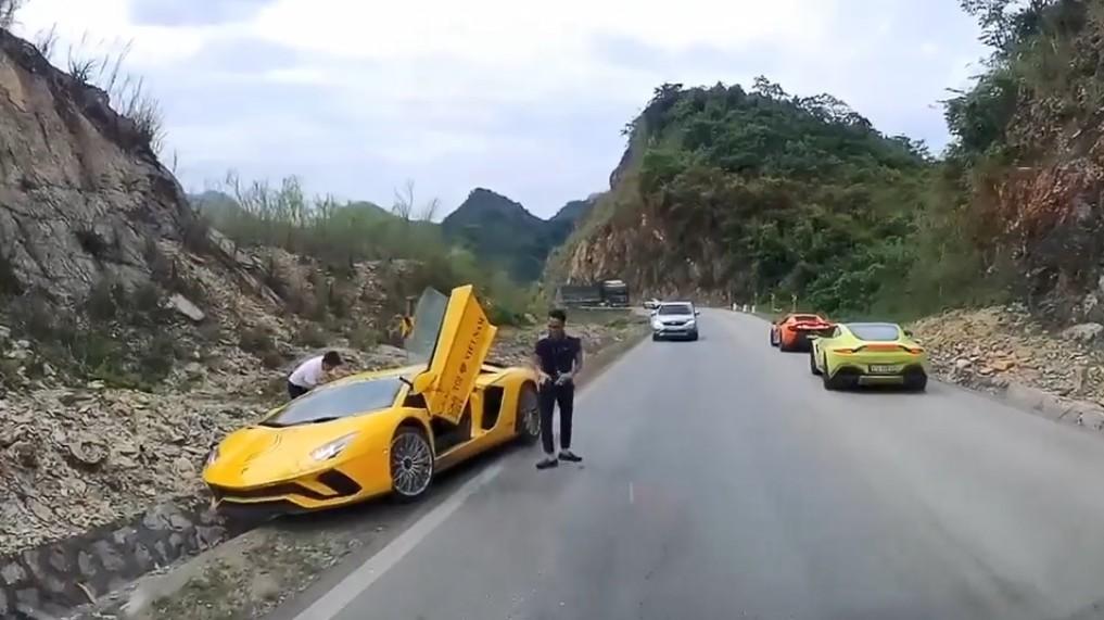 Siêu xe Lamborghini Aventador S LP740-4 gặp nạn khi di chuyển cùng đoàn Car Passion 2019 đến Mộc Châu.