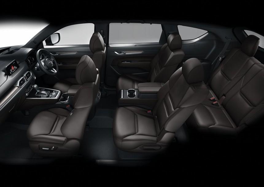 Thiết kế ngoại thất có nhiều điểm giống với Mazda CX-5 nhưng CX-8 lại có chiều dài cơ sở ngang với đàn anh CX-9