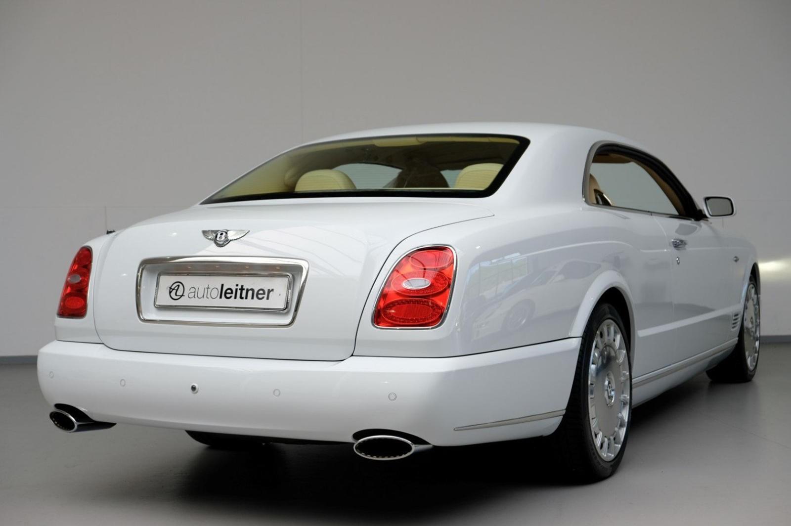 Chiếc Bentley Brooklands hiện đang tìm chủ nhân mới sở hữu bộ cánh ngoại thất trắng muốt