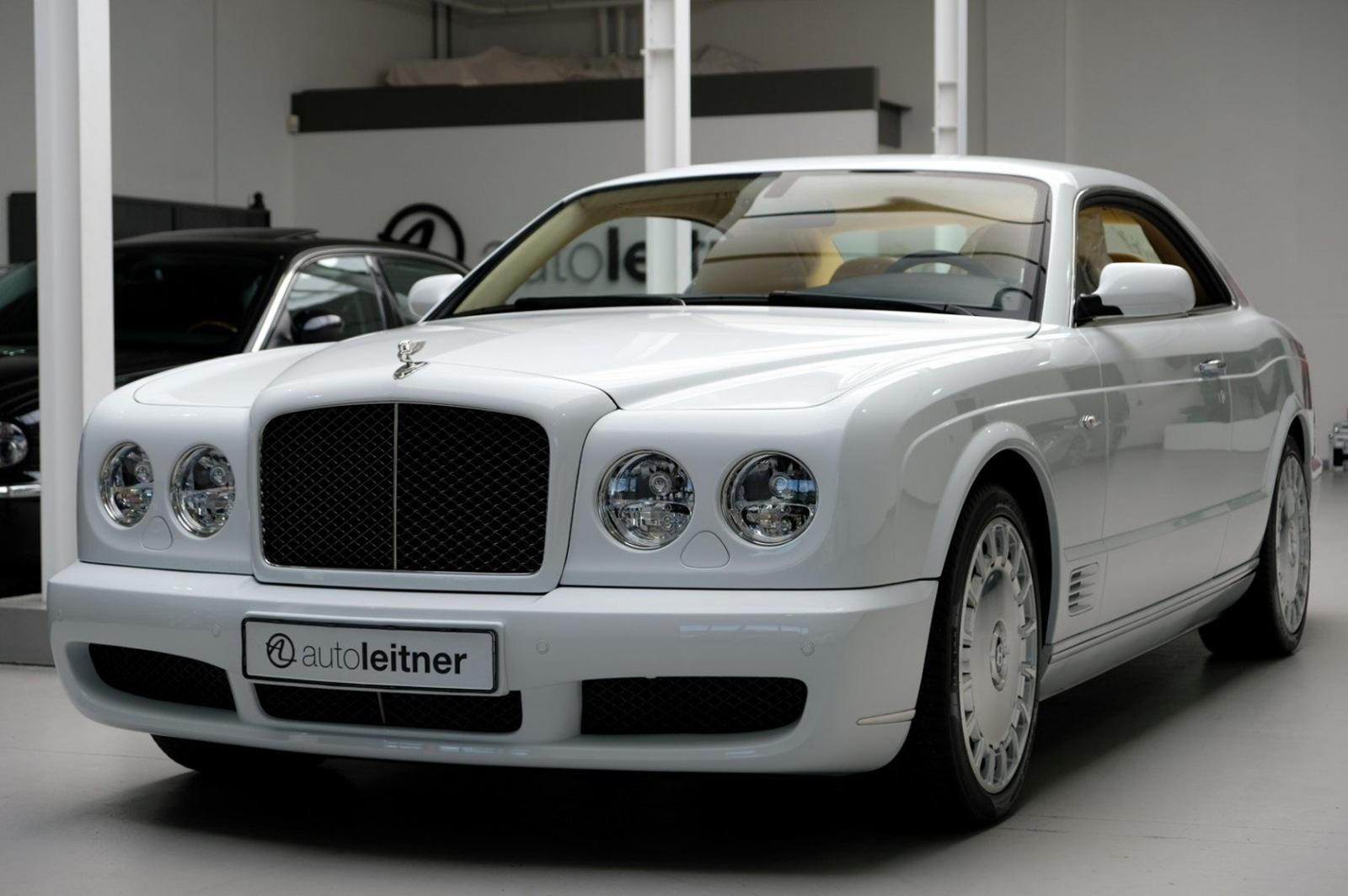Chiếc Bentley Brooklands này tuy là xe đã qua sử dụng 10 năm nhưng vẫn còn gần như mới