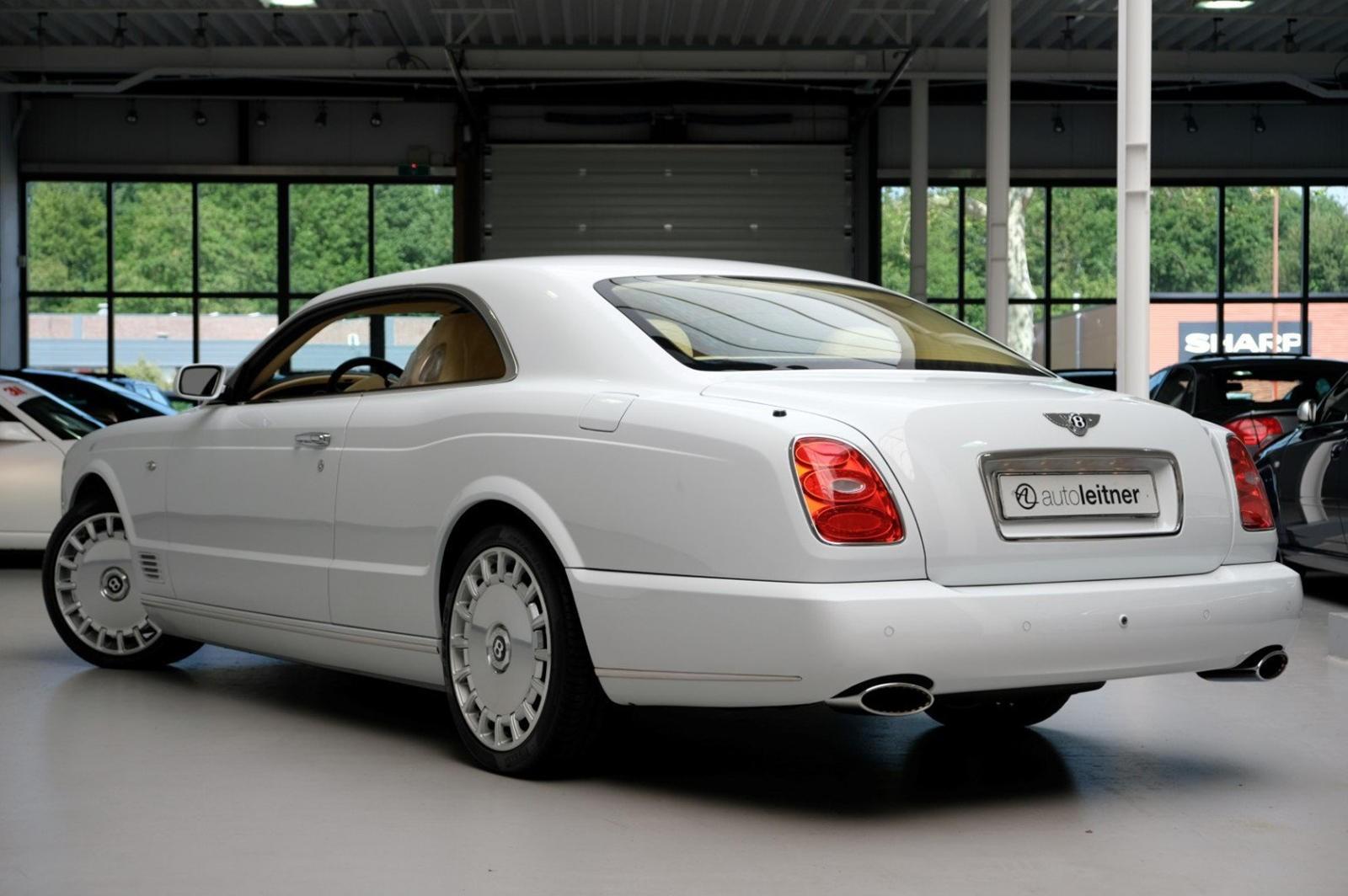 Chiếc Bentley Brooklands này tuy là xe cũ nhưng có giá cao