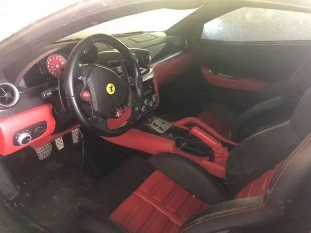 Chiếc Ferrari 599 này bị lực lượng chức năng Trung Quốc coi như đống sắt vụn