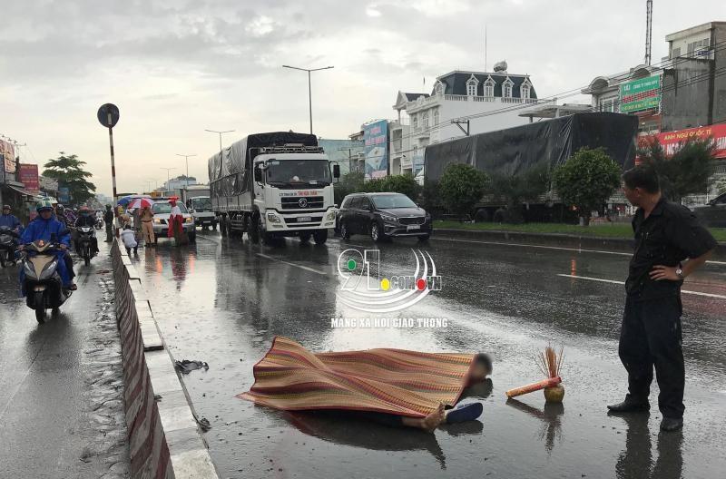 Vụ tai nạn khiến 2 nam thanh niên chở nhau bằng xe máy tử vong