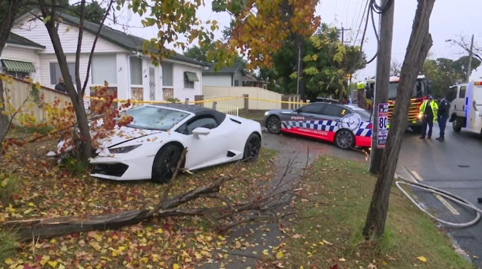 Hiện trường vụ tai nạn siêu xe Lamborghini Huracan LP580-2 Spyder