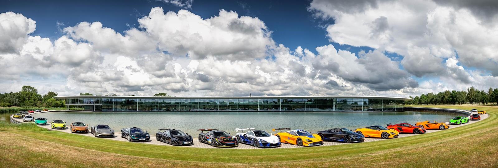 McLaren đã huy động tới 23 chiếc siêu xe đắt giá để tạo nên bức cảnh có một không ai này