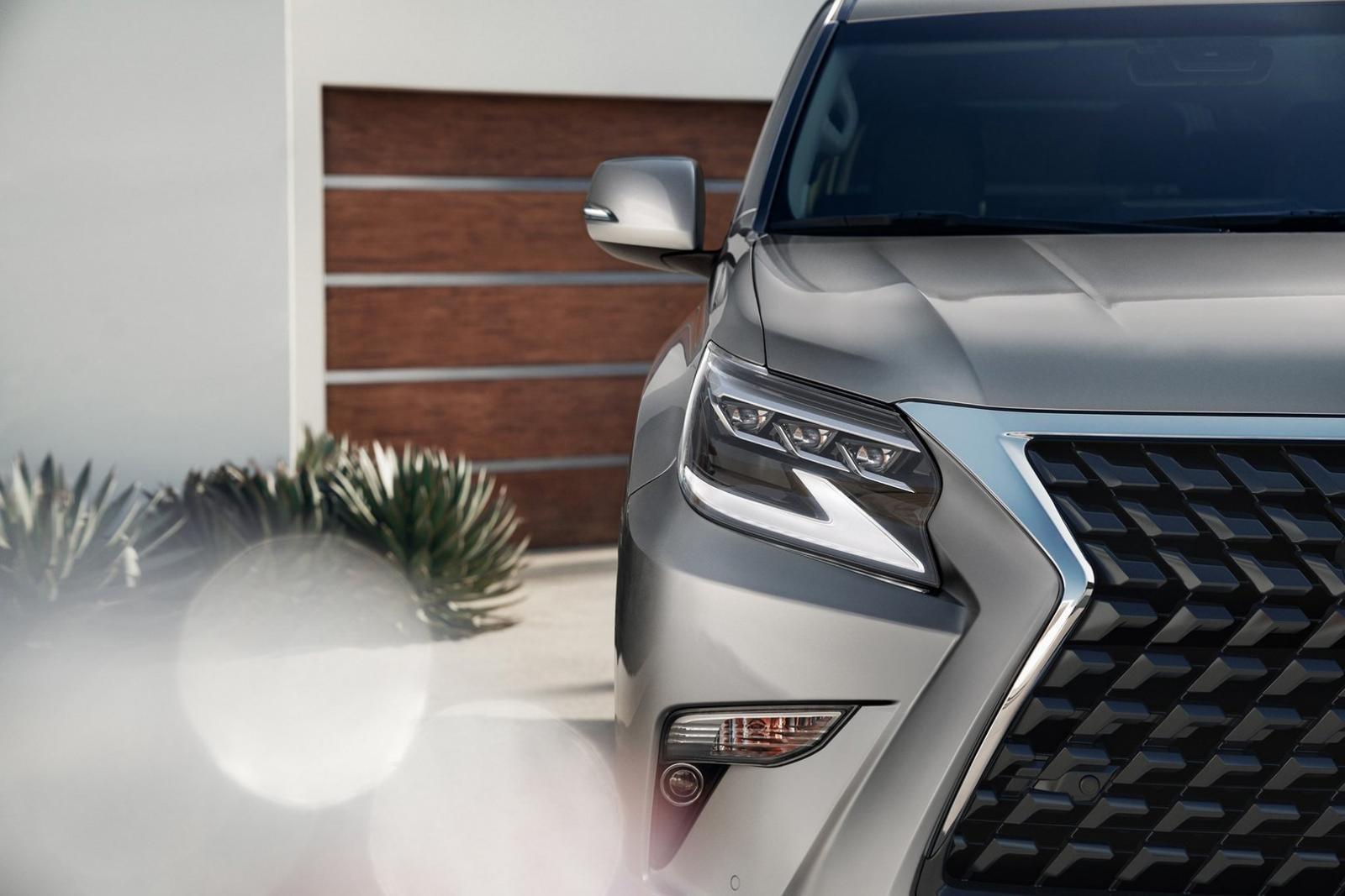 Cận cảnh cụm đèn pha mới của Lexus GX 2020