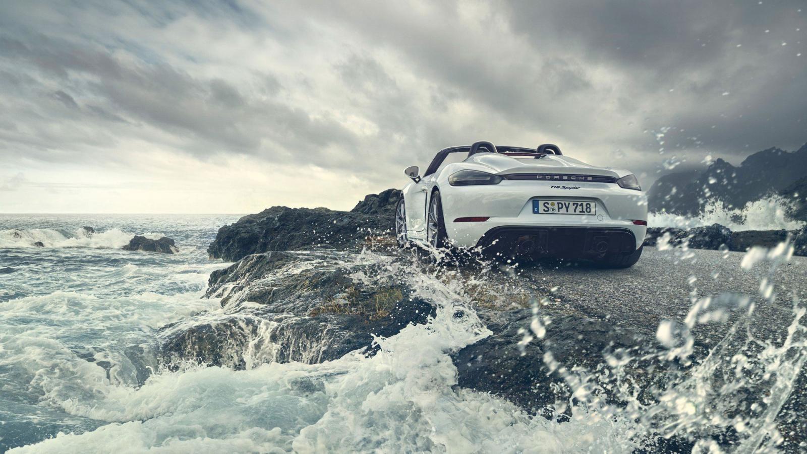 Porsche 718 Boxster Spyder 2020 cũng có cánh gió đuôi và bộ khuếch tán sau mới