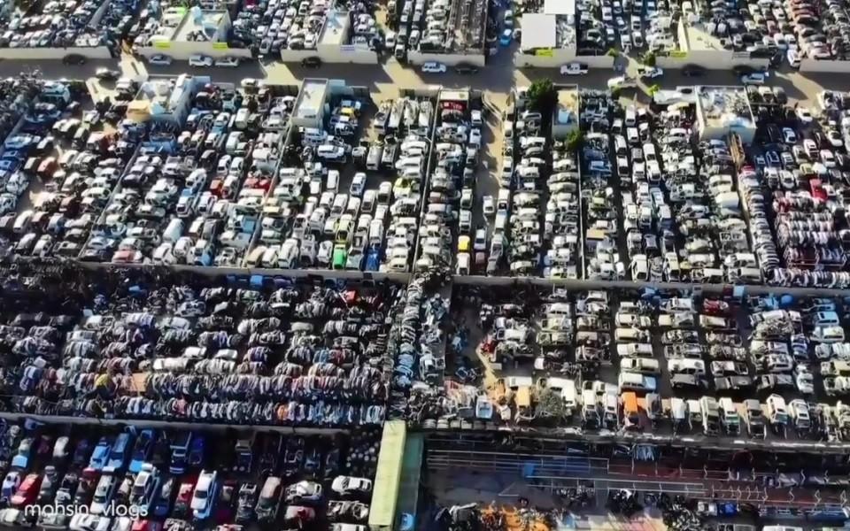 Nghĩa địa ô tô tại UAE khi nhìn từ trên cao xuống