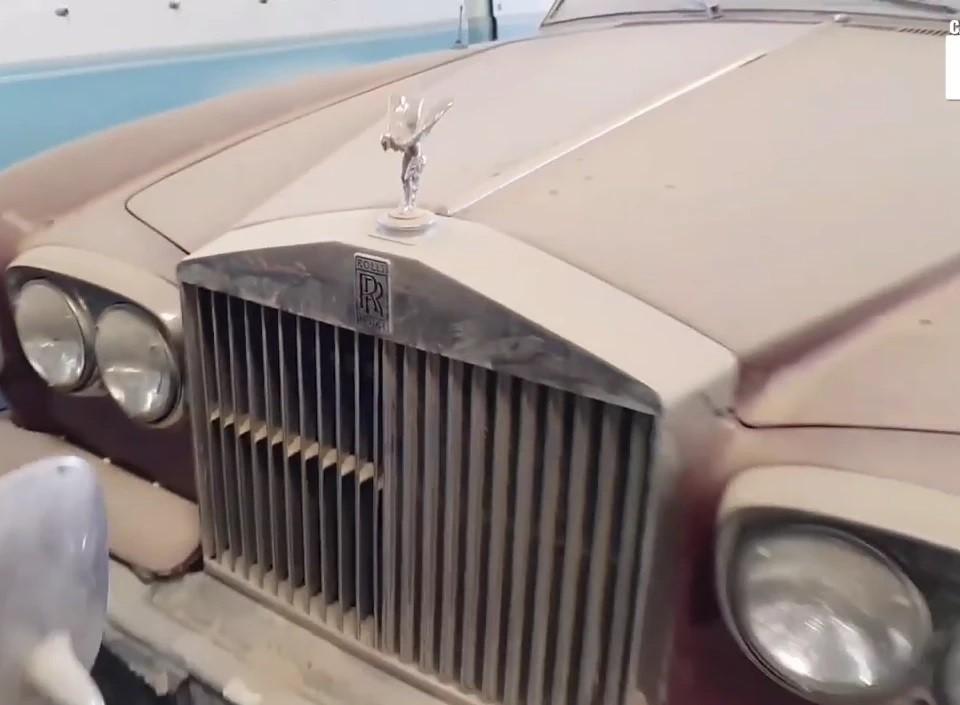 Một chiếc Rolls-Royce khác cũng cùng chung cảnh ngộ