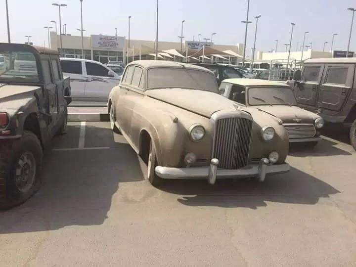 Trong hình là một chiếc Bentley cổ, nếu được bán đấu giá có lẽ sẽ mang về một khoản tiền không nhỏ