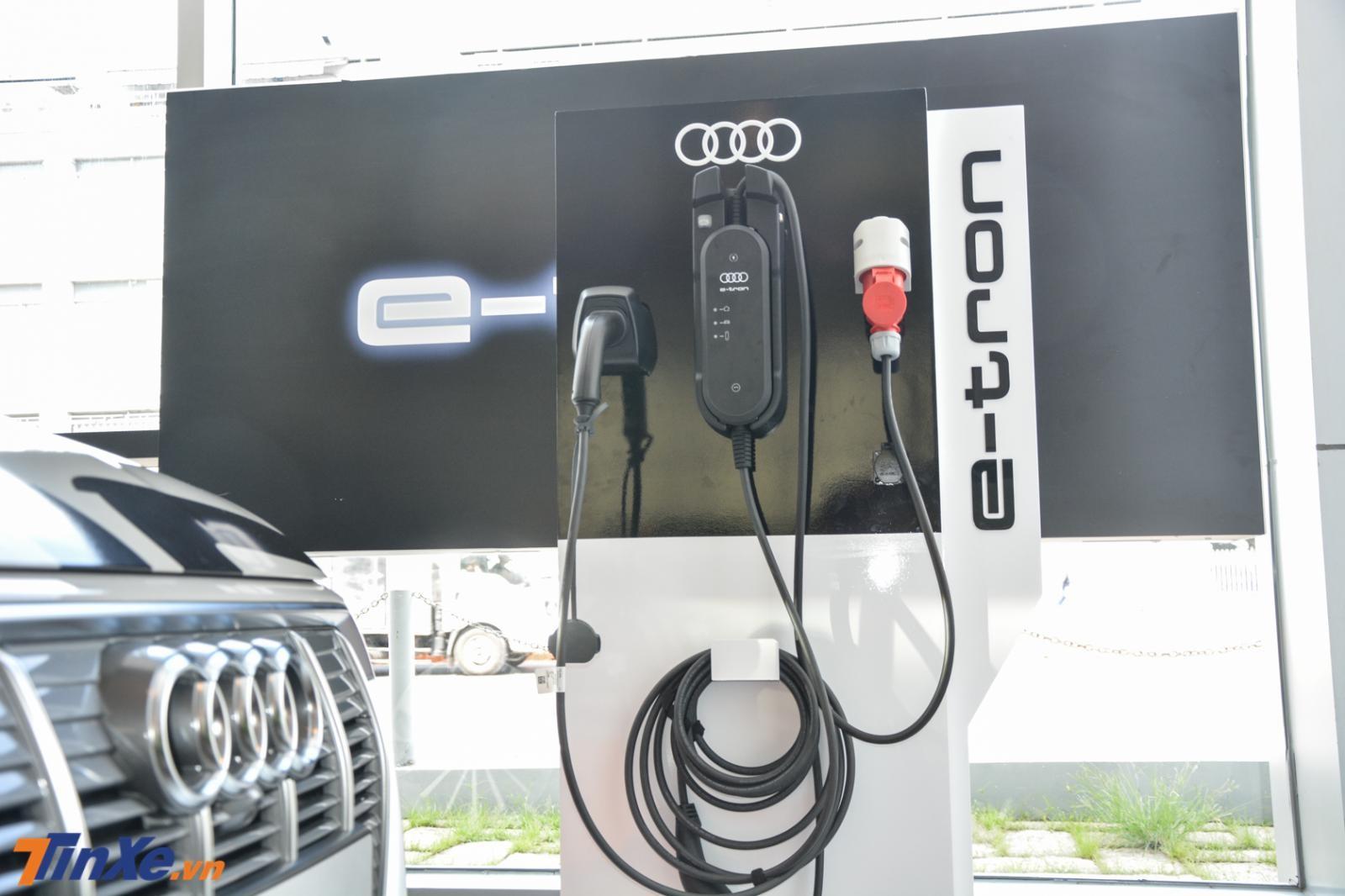 Cụm pin 95 kWh cho phép Audi e-tron 55 quattro 2019 hoàn thành quãng đường hơn 417 km