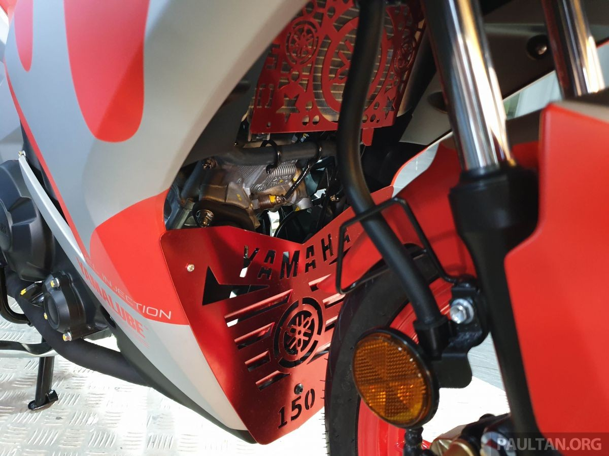 Ốp che đặc biệt trên Yamaha Y15ZR Ultraman