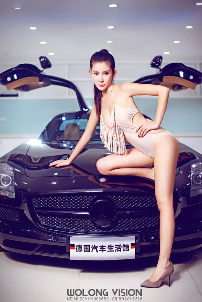 Kiều nữ Lí Nhã khoe thân hình gợi cảm với vòng 1 cup E bên Mercedes-Benz SLS AMG - 2
