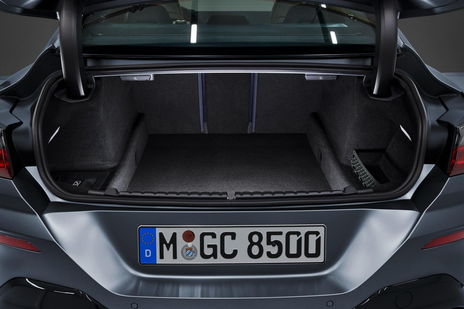 Khoang hành lý của BMW 8-Series Gran Coupe 2020