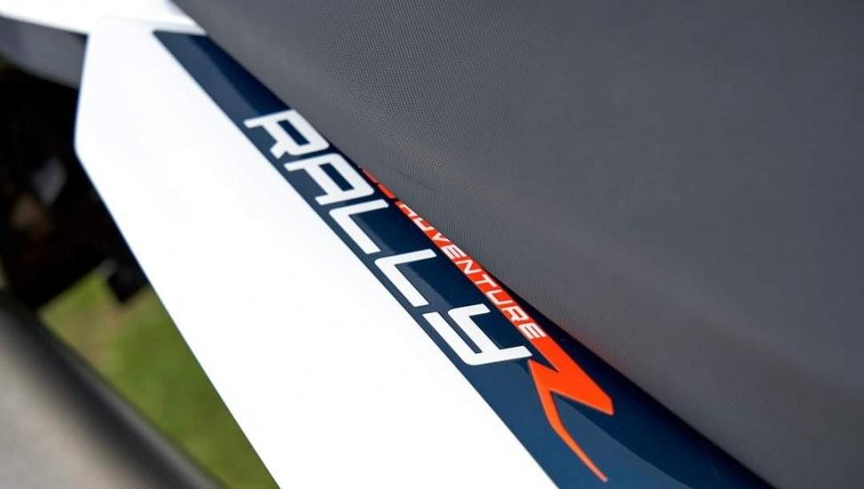 Tem thể hiện phiên bản R Rally