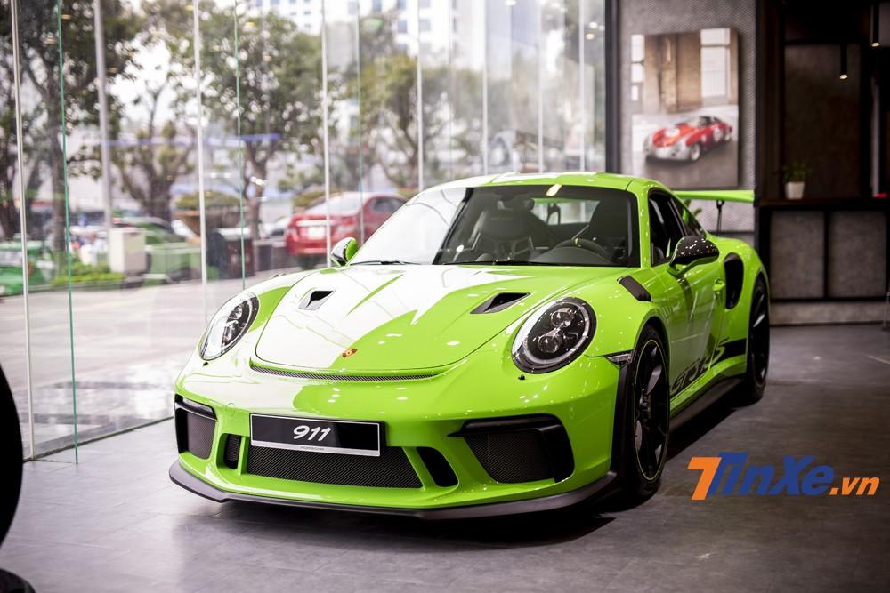 Porsche 911 GT3 RS sở hữu màu sơn xanh đặc biệt có giá lên tới gần 300 triệu VNĐ.