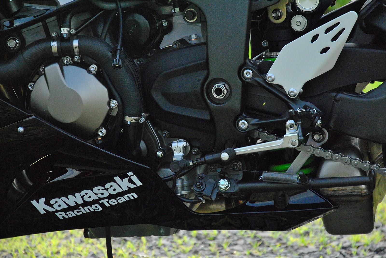 Khối động cơ 4 xylanh 636cc của Kawasaki ZX-6R