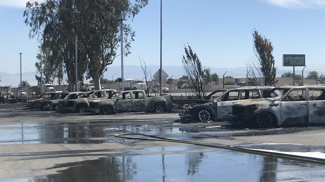 Đã có 26 chiếc ô tô bị cháy trơ khung
